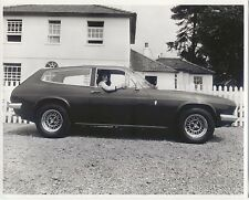 Reliant Scimitar Original b/w Press Photo side view in front of fence