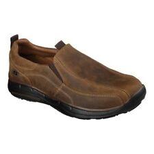 Skechers Para Hombre calce relajados se desliza Docklands Slip On