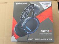 SteelSeries Arctis 5 Gaming Headset w RGB Illumination and DTS Headphones