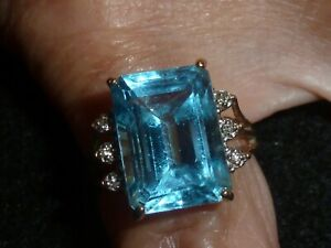 10K SOLID YELLOW GOLD EMERALD-CUT BLUE TOPAZ &DIAM. ACCTS RING-SIZE 7 1/4 -4.74G