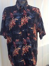Munsingwear Mens Shirt Size M Hawaiian Rayon Casual Dress Black with flowers