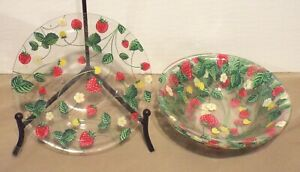 VERY NICE SET OF 4 CLEAR PLASTIC STRAWBERRY CEREAL BOWLS a