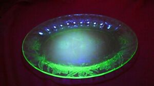"""Jeannette FLORAL POINSETTIA 10 3/4"""" GREEN OVAL DRESSER TRAY DEPRESSION GLASS"""