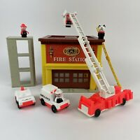 Vintage Fisher Price Little People - Play Family Fire Station 928 - 1980s Toy