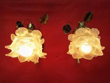 Paire d'appliques en forme de roses bronze et tulipes pâte de verre.