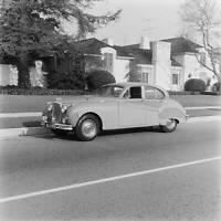 Jaguar MkVIII 1957 model OLD CAR ROAD TEST PHOTO 6
