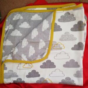 Snuz Reversible Baby Blanket – Clouds Print