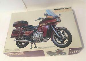 Fujimi 1/15 Honda GL1100 Interstate model kit #15104