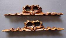 2 éléments décoratifs de meuble en bois travaillé