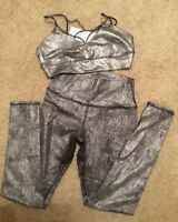 ALO Yoga Spotlight Bra Top with Matching Pants Slate Metalic Black Sz Large