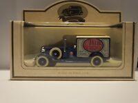 LLEDO LP22 017 1933 PACKARD TOWN VAN - WALKERS CRISPS #15