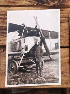 Foto Ansichtskarte Flugzeug Doppeldecker 1.WK mit Pilot, 1918 Köln Flugplatz RAR