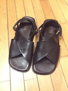 BCBG Men's Maxazria Leather Sandals Size 10.5