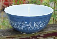 Pyrex 403 Colonial Mist Blue with White Mixing Bowl 2.5 Quart - EUC