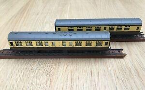 Tri-ang TT Gauge 2 x Cream & Brown Railway Coaches T.82 & T.84 Railway Car