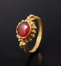 STUNNING ROMAN GOLD RING SET WITH CARNELIAN STONE (N282)