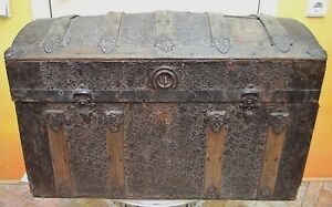 Antique chest. 18-19 century. Wood, chasing. Very big