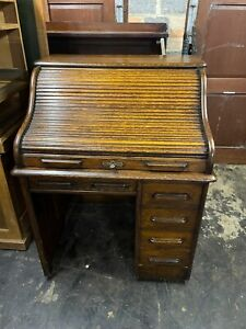 Victorian roll top desk in oak with locking drawers
