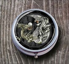 TIGER AND DRAGON WITH  YIN AND YANG SYMBOL PILL BOX ROUND METAL - n6ykl
