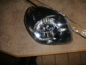 ISUZU VEHICROSS RIGHT HEADLIGHT W/NEW SEAL OEM 99-01