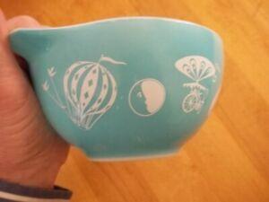 RARE Mid Century Hot Air Balloon #441 1 1/2Pt Turquoise Pyrex Tab Mixing Bowl