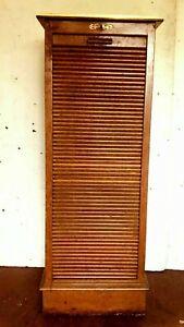 Classeur a rideau en chêne massif Meuble de bureau XX siècle