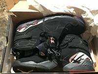 Air Jordan 8 Retro Playoffs, Size 10, Black Red-White used comes with box