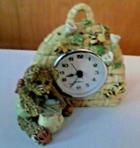 BEAR WITH HONEY AND BEEHIVE CLOCK
