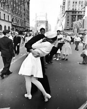 8x10 VJ Day Sailors Kiss GLOSSY PHOTO photograph picture times square ww2 wwii