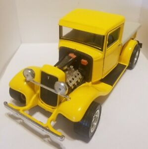 Road Legends 1934 Ford pick up truck hot rod, highly detailed 1/16 die cast pc.
