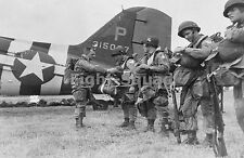 WW2 Picture Photo ACTION PHOTO 82ND AIRBORNE PARATROOPERS D-DAY GEAR UP 1368
