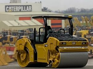 1/64 DIECAST MASTERS Caterpillar CB-13 Tandem Vibratory Roller with ROPS