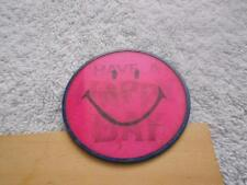 VINTAGE 1957 SMILEY FACE LENTICULAR VARI-VUE WINKIE BUTTON PIN PATENT 2,815,310