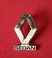 Pin's Pins lapel Pin Auto Car  RENAULT SEDAN  Logo Relief Zamac