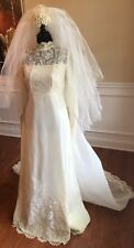 Wedding Dress Gown Complete with Lace, Veil And Veil Trein Vintage 1950's Small