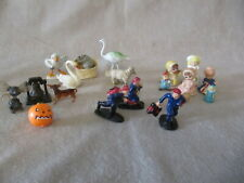COLLECTIBLE VINTAGE  MINIATURE PLASTIC FIGURE LOT VERY GOOD CONDITION