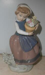 Lladro Porzellanfigur Mädchen mit Blumentopf ca. 17 cm hoch
