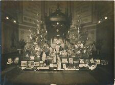 Intérieur église anglo-saxonne  Noël cadeaux photo H. C. Ellis photographie