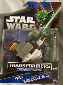 Transformers Star Wars CrossOvers Yoda to Republic Attack Shuttle NEW MOSC