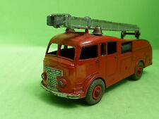 DINKY TOYS 555 - FIRE ENGINE - LADDER TRUCK -   RARE SELTEN  IN GOOD CONDITION