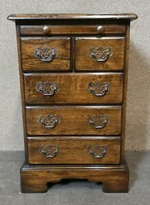Small Oak Reproduction Chest of Drawers / Bedside Chest
