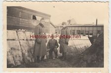 (F10644) Orig. Foto deutsche Soldaten an einem Lagerplatz f. Schüttgut 1933-45