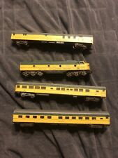 N Scale Lot of 4 Chicago and North Western Passenger Cars