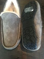 UGG MEN ASCOT SLIPPERS SIZE 10 New With ORIGINAL BOX GRAY CHRC
