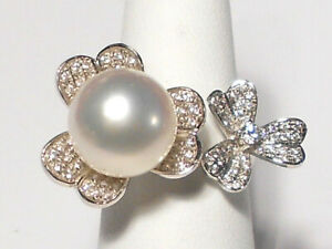 white South Sea pearl ring, diamonds, solid 18k white gold.