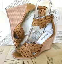 Jeffrey Campbell Wedge Sandal tan Leather Laser Cut Ankle Strap 7 NEW