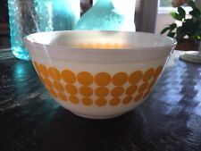 Vintage Pyrex Yellow Polka Dot #402 (1-1/2 Qt.) Mixing Nesting Bowl