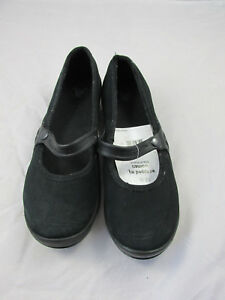 "CROCS WOMENS SZ W7 WRAPPED BLACK SLIP ON  ""NEW"" MSRP $60"