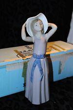 Lladro Trying On A Straw Hat Figurine 5011 Mint Spain Original Box Retired