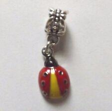 pendentif argenté coccinelle rouge, jaune et noir 17x10 mm
